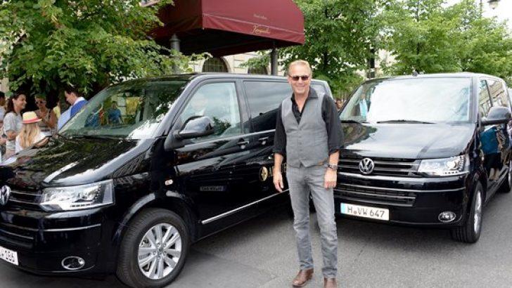 Kevin Costner Almanya konserinde Transporter Multivan'ı tercih etti.