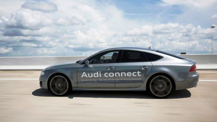 Sıkışan trafikte Audi kendi kullanıyor