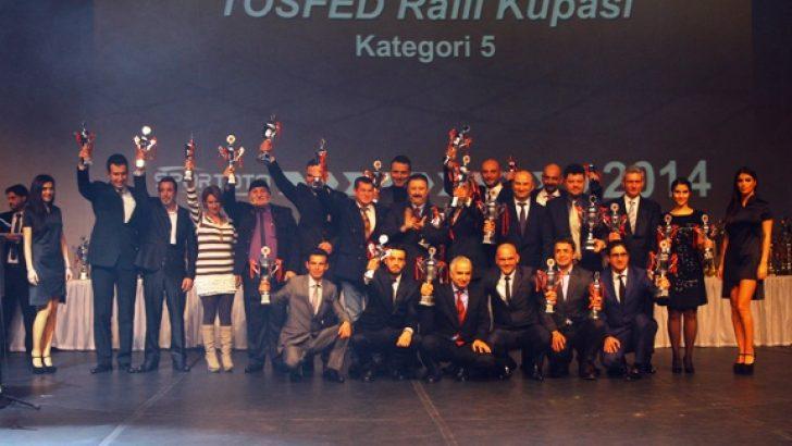2014'ün Şampiyonları KUPA'larını aldı.