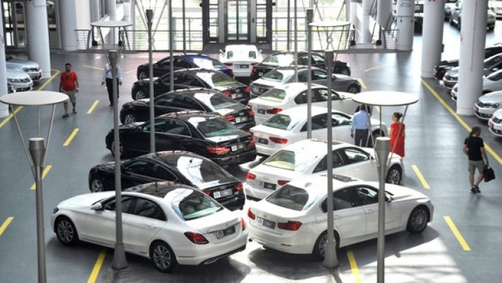 2015'te de beyaz renkli, manuel vites otomobiller en çok satıldı