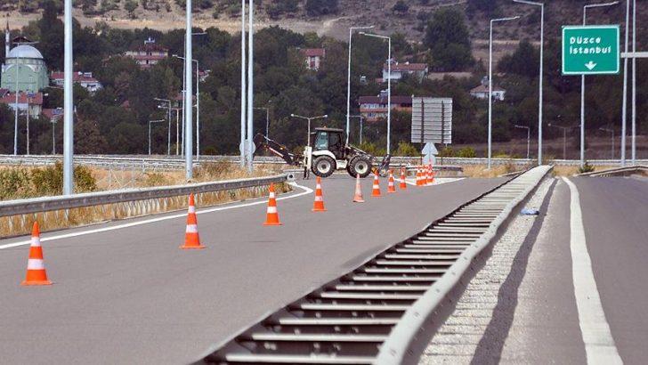TEM Otoyolu çalışma nedeniyle trafiğe kapatıldı