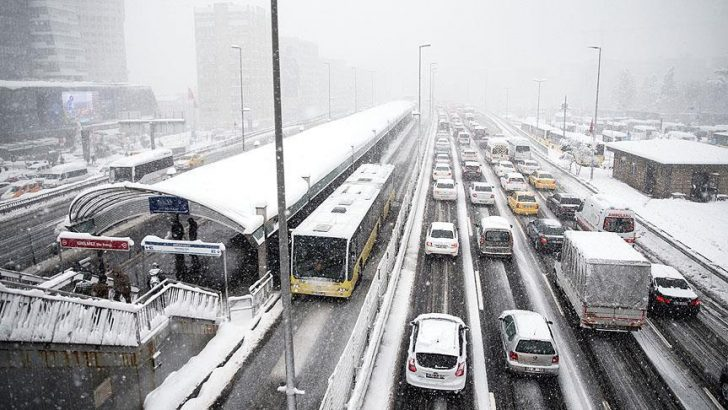 İstanbul'da metro ve metrobüs sabaha kadar çalışacak